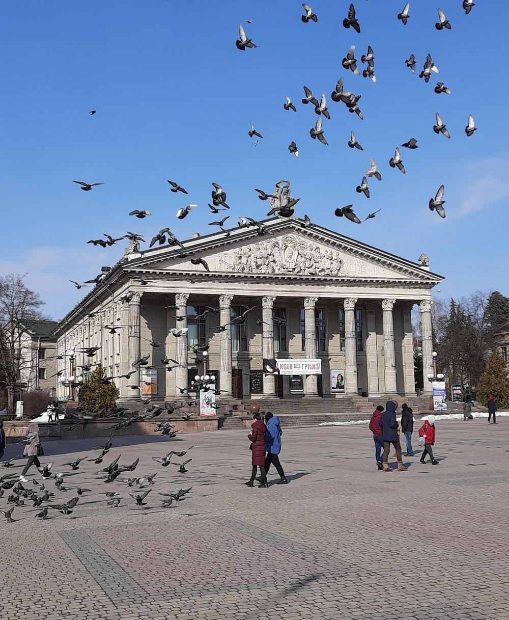 Тернопільський драмтеатр, центральна площа